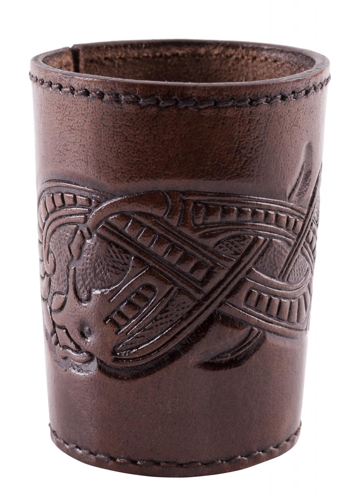 Würfelbecher aus Leder mit geprägtem Drachenmotiv, Jelling-Stil, dunkelbraun